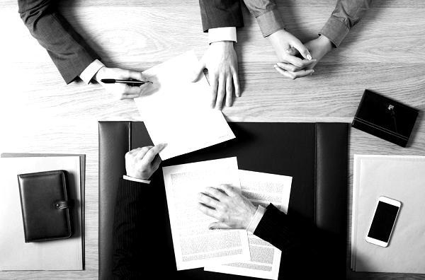 Advies-op-maat-bij-notaris-Remus-Dovianus-in-Dordrecht-blackwhite